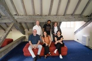 Ocho artistas de cuatro nacionalidades diferentes, seleccionados para disfrutar de una de las Beca de Artes Plásticas de la Fundación Botín